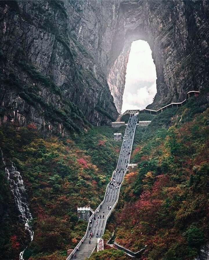 999 scalini per raggiungere la Porta del Paradiso, una